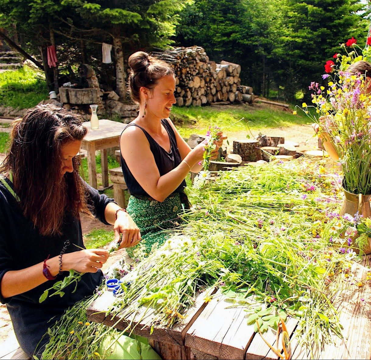 Vukov Konak - Midsummer flower making with guests